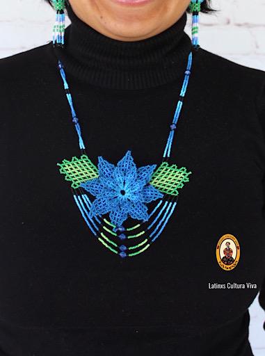 Collar Huichol de Chaquiras